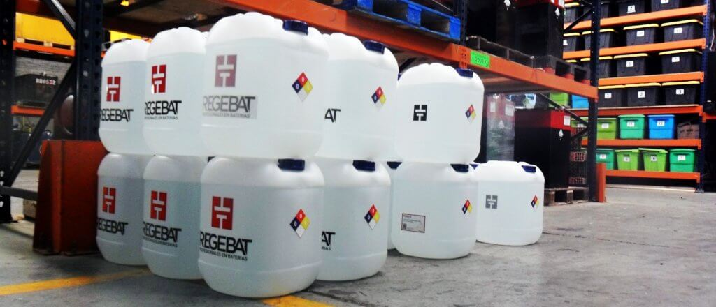 agua-desmineralizada-regebat-para-rellenar-baterias